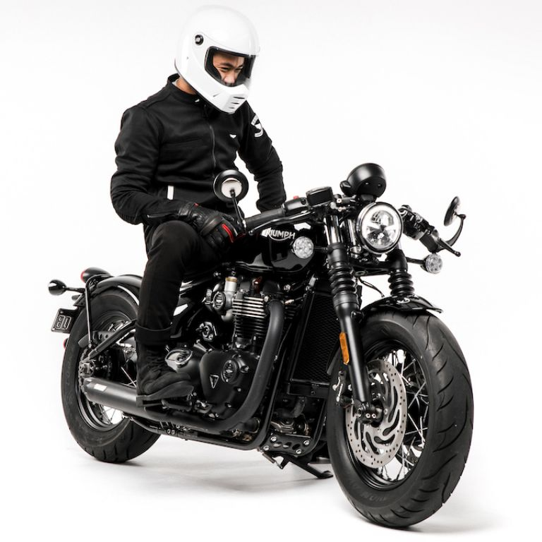 Motorcycle gear, style rider, triumph bobber