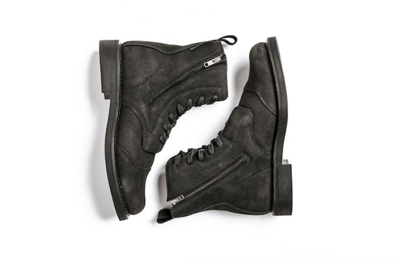 Motorcycle gear, boots, style rider, triumph bobber